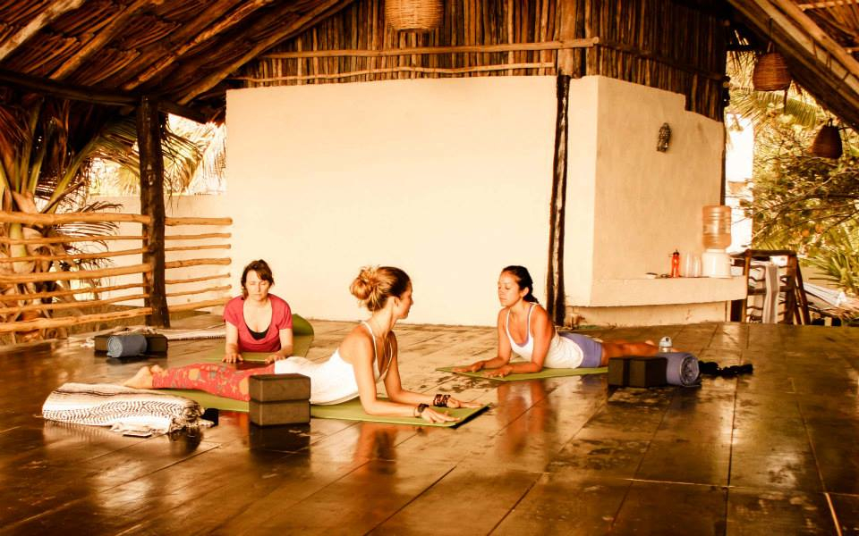 Yoga bed breakfast yoga adventures tulum for Living room yoga sessions